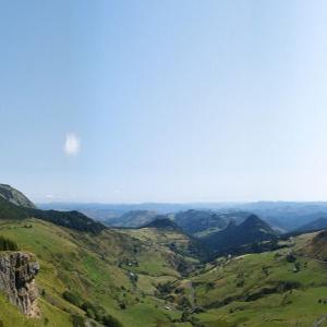 6. «  En Ardèche volcanique, sur les épaules d'Haroun Tazieff, une illustration des enjeux du siècle par la découverte du paysage éruptif ardéchois au temps des artistes de la Grotte Chauvet. »<br/> le samedi 10 juillet 2021